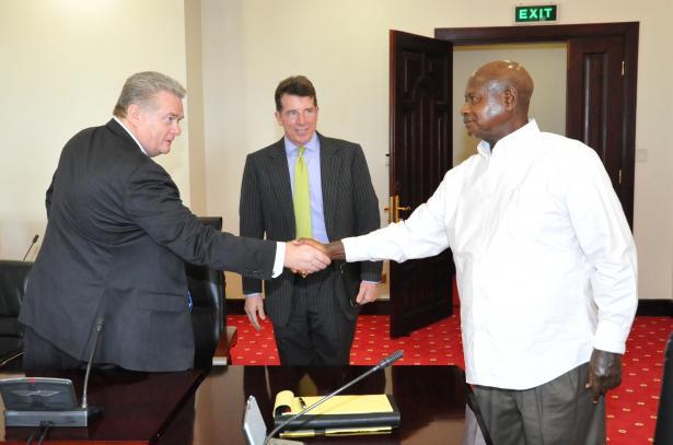 Receiving Barklays Bank Chief Executive Barkleys PLC Robert Diamond Jr-looking o